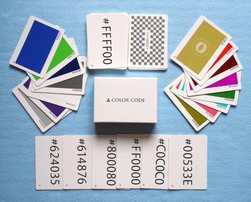 読み上げられた16進数が示す「色」札をいち早く取る「COLOR CODE」。狂気のかるたとも呼ばれる