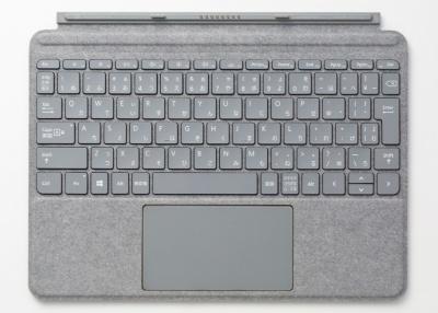 筆者が同時購入したのは日本語キーボードのプラチナ。灰色だ