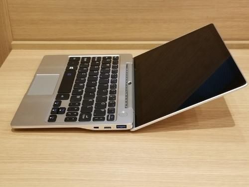 GPD P2 Maxの右側面。USB Type-AポートとType-Cポート、microHDMIポートがある