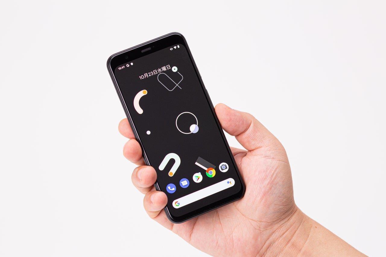 グーグルのスマートフォン「Pixel 4」 (撮影:スタジオキャスパー)