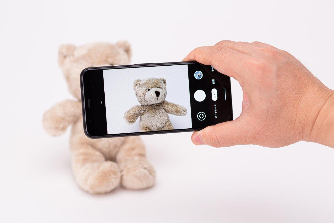 カメラのユーザーインターフェースはシンプルで操作は分かりやすい (撮影:スタジオキャスパー)