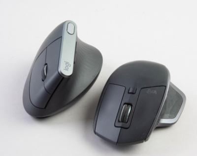 僕が愛用している「MX Master 2S」(右)と比べるとユニークな形をしていることがよく分かる