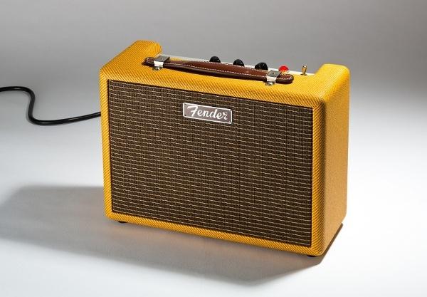 フェンダーのBluetoothスピーカー「MONTEREY TWEED」。フェンダーのギターアンプのようなデザインだ