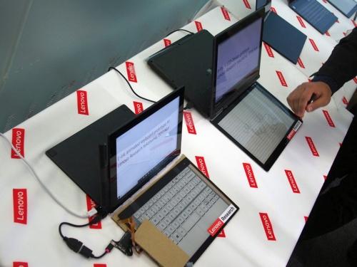 イベント会場には、過去のプロトタイプも展示していた。これは、レノボのグローバル幹部に研究成果を訴求する「リサーチ・デイ」において、E Inkキーボードのデモで使用したプロトタイプ