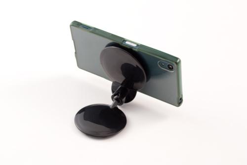 双方に吸盤が多数付いており、スマホを机に固定できる。ジョイント部は可変で自由な角度に調整可能だ