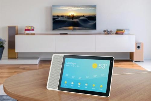 中国レノボが2018年1月に発表した「Smart Display」。スマートスピーカー同様音声で操作できるほか、レシピや地図の表示、ビデオ通話など画面表示向きのサービスも利用できる