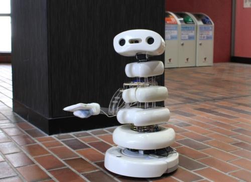 モジモジしながらティッシュを配ろうとするロボット「iBones」(出所:豊橋技術科学大学 ICD-LAB)