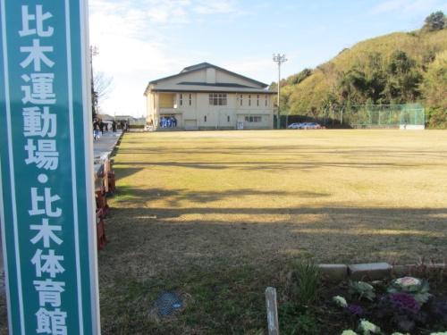 屋内避難訓練の会場となった静岡県御前崎市の比木体育館。同体育館内に避難用のエアシェルターを設置した。御前崎市は、旧浜岡町と旧御前崎町が2004年4月に合併してできた人口5万人の市。