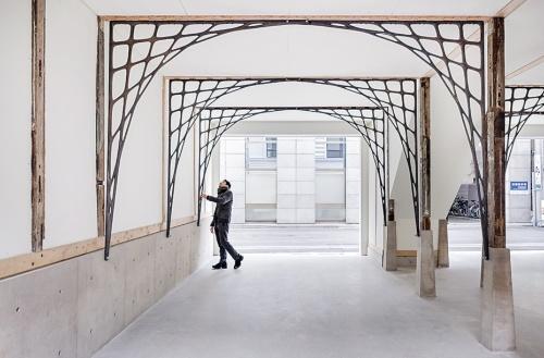 〔写真2〕日本橋旧テーラー堀屋改修。設計は三井嶺建築設計事務所。2016年に改修を完了し、現在は江戸切子の店が入居している(撮影:Jérémie SOUTEYRAT)