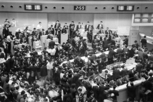 史上初の日経平均株価3万円台に沸く東京証券取引所