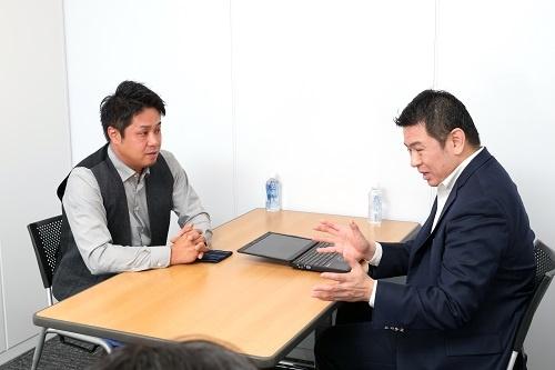 左:HILLTOPの山本勇輝氏、右:リンカーズの桑島浩彰氏