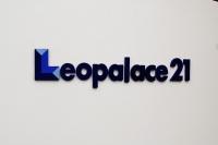 2018年から相次いで施工不備が発覚したレオパレス21。一連の問題を受けて国土交通省は19年12月13日、同社に所属する1級建築士3人の免許を取り消す処分を下した。同社に対して行政処分が出たのは今回が初めてだ