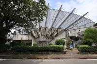 旧都城市民会館。建築家・菊竹清訓氏(1928~2011年)の設計で1966年に完成し、2007年に閉館した。写真は18年5月に撮影