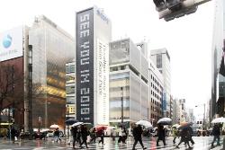 2017年3月31日撮影の「銀座 ソニービル」。所在地は東京都中央区銀座5-3-1。敷地面積707.27m2、建築面積686.39m2、延べ面積8811.64m2、地下5階・地上8階・塔屋3階、高さ31m、塔屋12mという規模だった(写真:日経アーキテクチュア)
