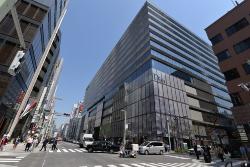 東京・銀座で4月20日オープンを予定している商業施設「GINZA SIX(ギンザ・シックス)」。写真は中央通りから撮影した外観