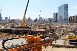 新国立競技場の施工現場で地盤改良を施していた外苑西通り側を望む。3月24日に撮影(写真:日経アーキテクチュア)