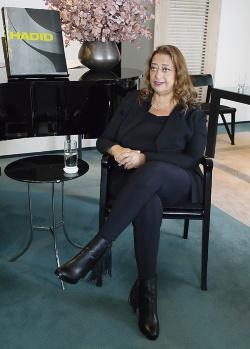 2013年3月に来日した際のザハ・ハディド(Zaha Hadid)氏。2004年にプリツカー賞を受賞(写真:山田慎二)