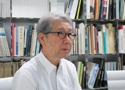 インタビューに応じる山本理顕氏(写真:日経アーキテクチュア)