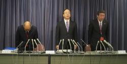 11月11日に国土交通省で三井住友建設の記者会見が開かれた。左から君島章兒管理本部長、永本芳生副社長、相良毅建設本部副本部長(写真:日経アーキテクチュア)