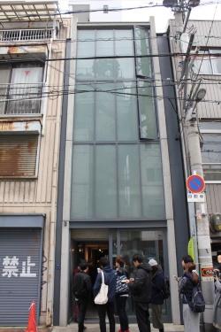 「日本橋の家」の正面外観(写真:日経アーキテクチュア)
