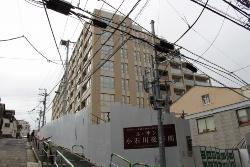 建築確認が取り消された東京都文京区小石川2丁目のマンション。東京都建築審査会は1階が避難階に該当しないと判断した(写真:日経アーキテクチュア)