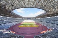 2019年11月30日に竣工を迎えた国立競技場の内観。上部の客席でも臨場感を味わえるように3層のスタンドにした