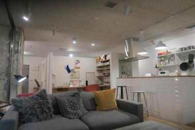リノベる 本社ショールーム。実験場を兼ねた「Connectly Lab.」を改装し、2017年11月にショールームとしてリニューアルオープンした。同社が得意とするコンパクトマンションを模しており、1LDK(風呂はなし)で約60m<sup>2</sup>。照明はすべてHueを採用する