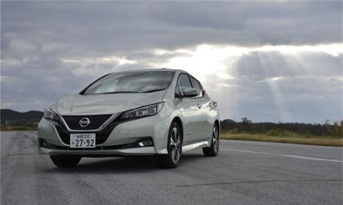 写真1 新型の日産自動車「リーフ」この車両を分解した。