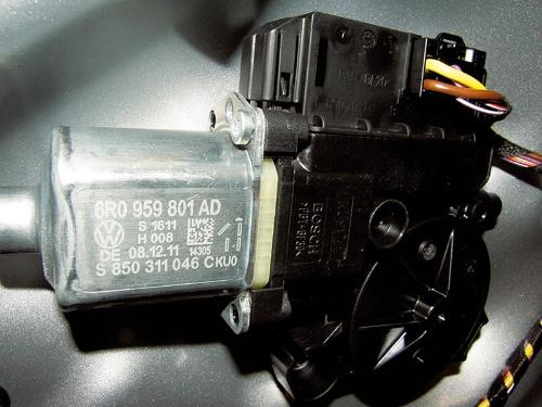 図13 ウインドーレギュレーター用モーター