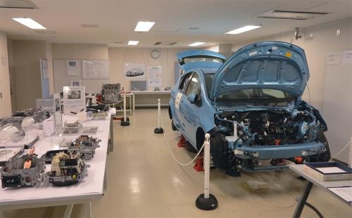 図1 トヨタ自動車「アクア」の分解研究