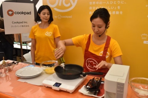 機器とレシピの連携によりオムライスを調理