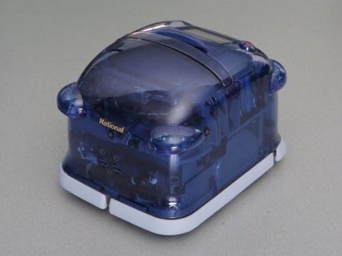 図2 2002年に発表した家庭用掃除ロボット