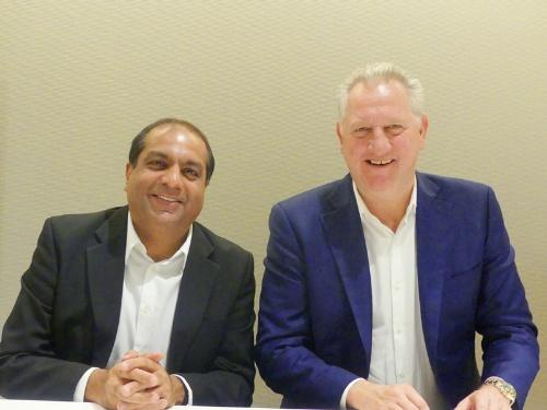 図2 Aruba, a Hewlett Packard Enterprise company、Chief Technology Officer、Asia PacficのAmol Mitra氏(写真左)とVice President APACの Steve Wood氏(写真右)