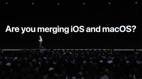 「macOSとiOSと環境は統合されるのか」という問いには「No」。事前に噂になっていた両方が動作する端末も発表されなかった