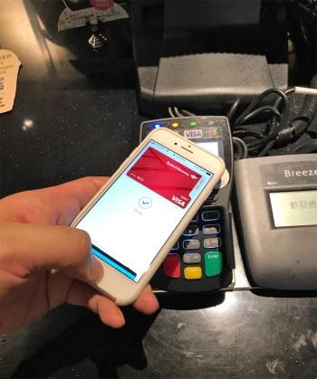 いまだ決済以外の利用方法がほとんどないApple Pay。モバイルウォレット本来の目的は「財布いらず」だったはずだが…(筆者撮影)