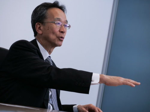 まつなが・かずお。1952年生まれ。東京都出身。1974年に東京大学法学部卒業後、通商産業省(現:経済産業省)に入省。2010年経済産業事務次官。損害保険ジャパン(現:損害保険ジャパン日本興亜)顧問、住友商事やソニーなどで社外取締役を歴任し、2016年から三菱ふそうトラック・バス取締役副会長。 2017年から現職。(写真:加藤 康)