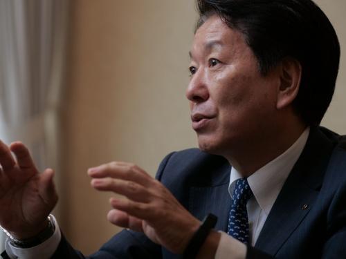 下 義生(しも・よしお)。1959年生まれ。東京都出身。1981年に早稲田大学理工学部機械工学科卒業後、日野自動車工業(現:日野自動車)に入社。2002年米国日野自動車販売へ出向、上級副社長。日本に戻り、海外企画部や北米事業部の部長を経験。2011年から執行役員、2015年に専務役員。2016年にトヨタ自動車に出向し常務役員を務める。日野に戻り、2017年から現職。(写真:加藤 康)