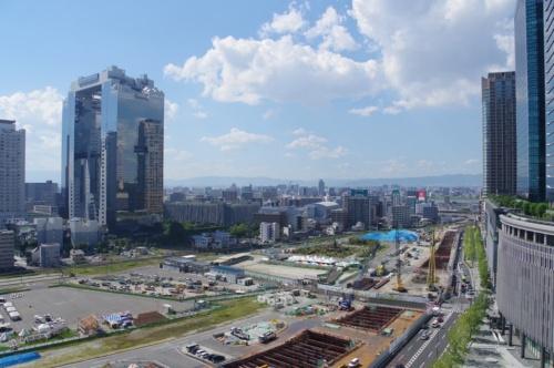 現在のうめきた2期地区。写真左に「新梅田シティ」(1993年3月竣工)、右に「グランフロント大阪」(2013年4月開業)が見える。2018年7月撮影(写真:日経アーキテクチュア)