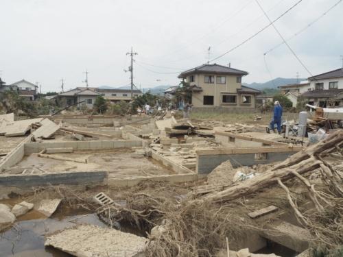 倉敷市真備町地区の住宅被害。建物が流出し、基礎だけが残されていた(写真:日経アーキテクチュア)