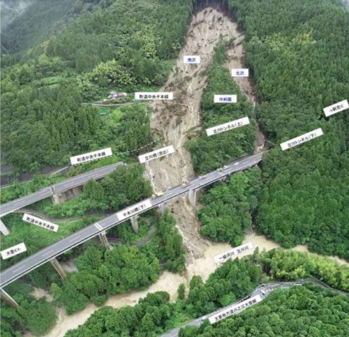 橋桁が流失した高知自動車道の立川橋(写真:西日本高速道路会社)