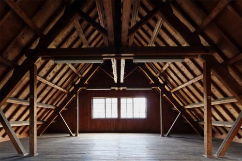 旧雪調(せっちょう)庁舎の2階小屋裏。展示室ではないため、小屋裏の見学には問い合わせが必要(撮影:日経 xTECH)