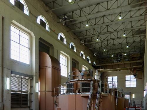 読書発電所の内部。発電機の保守のために吹き抜けの大空間とされている(撮影:三上 美絵)