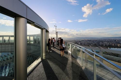 屋上のスカイウォーク(写真:日経 xTECH)