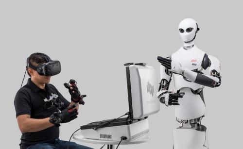 KDDIが出資するロボットベンチャーTelexistenceが開発した遠隔操作ロボットの量産型プロトタイプ「MODEL H」
