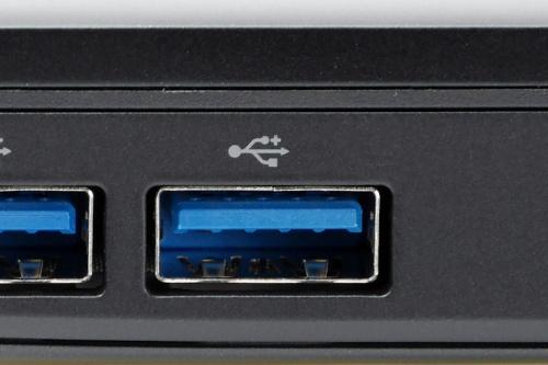 万能端子と言えるUSB。写真はUSB Type-Aポート。単にUSBポートと言うこともある