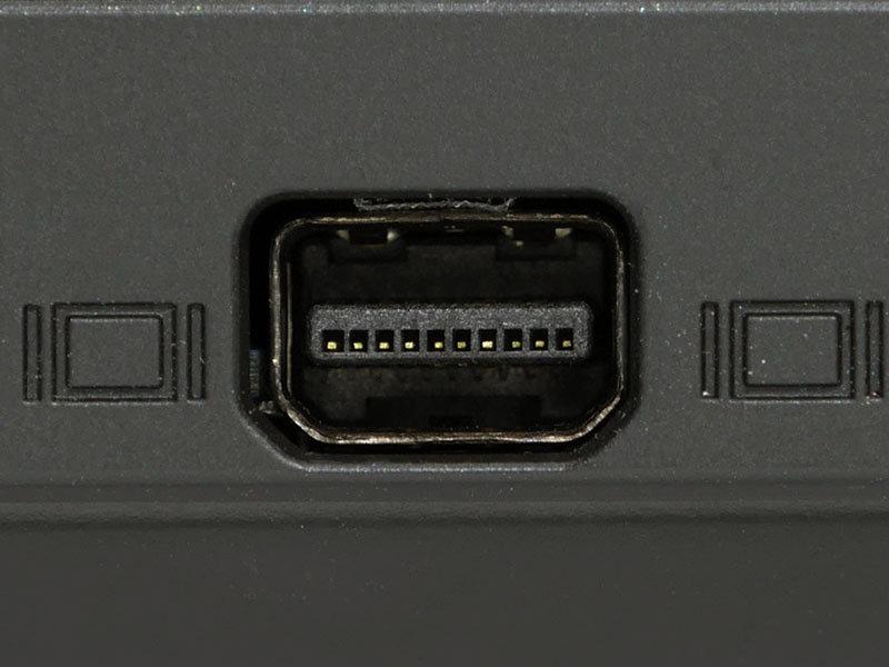 ノートパソコンでは、DisplayPortを小型化したMini DisplayPort端子が主に使われる。通常のDisplayPortとは形が違うだけで機能の差はない