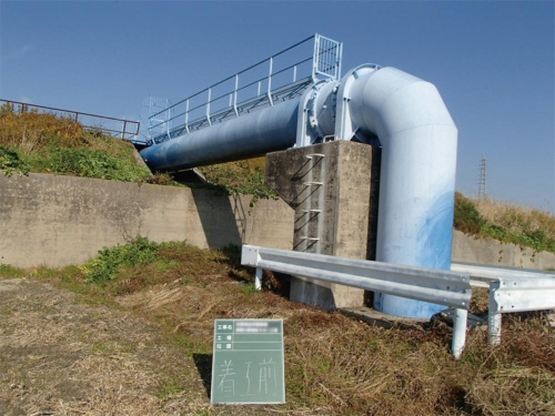 事故が起こった水管橋の外観。外面の塗り替えも工事に含まれていた(写真:愛知県)