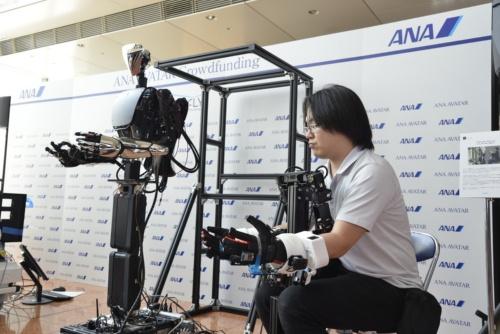 遠隔操作でロボットを操作するデモ