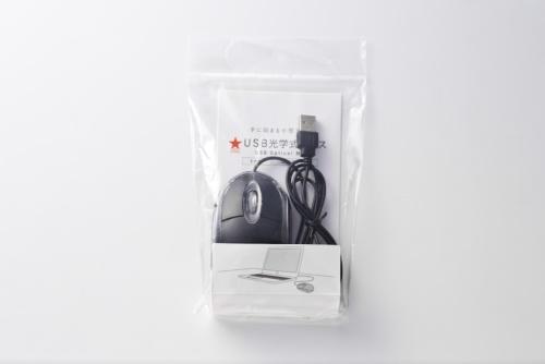 「USB光学式マウス」はキャンドゥで購入。価格は100円(税別)。3ボタンタイプのマウス