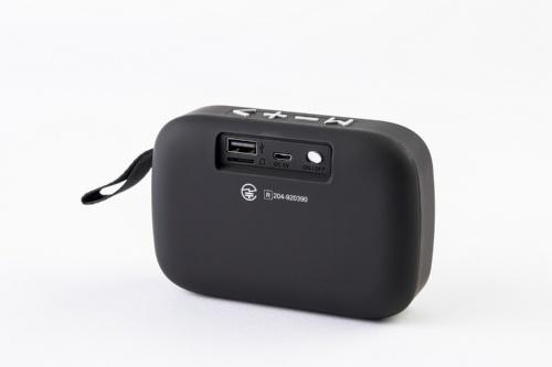 背面に備える電源スイッチと充電用のmicroUSB端子